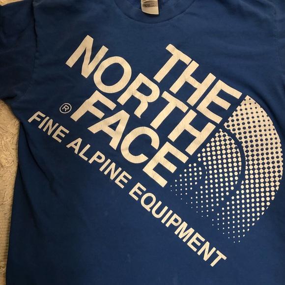 60d42bf20 Vintage North Face T-shirt